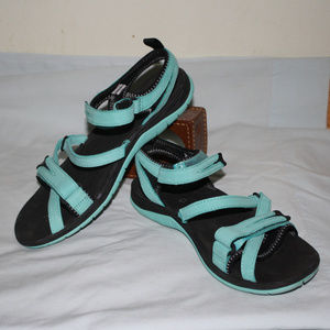 LIKE NEW MERRELL Turquoise hiking sandals, size 8